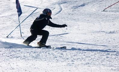 jeune skieur de compétition