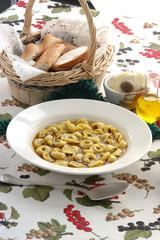 Cappelletti in brodo - Primi piatti tipici - Emilia Romagna