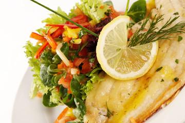 Schollenfilet mit Blattsalat