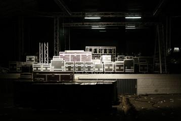 Konzert-Bühne mit Kisten