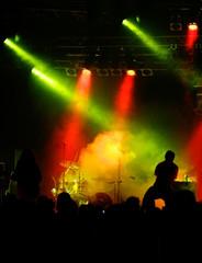 Farbenfrohes Konzert mit Silhoutette