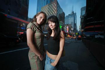 Fototapete - Two beautiful girls in New York City