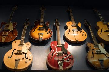 Spoed Foto op Canvas Muziekwinkel Vintage Guitars