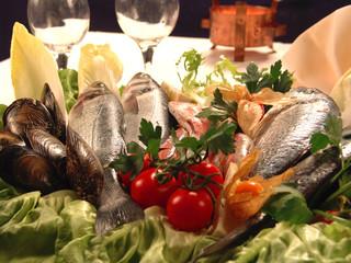 pesce fresco su tavolo ristorante 2