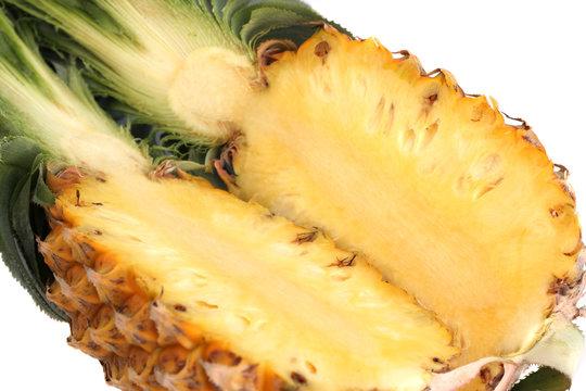 ananas coupé en deux