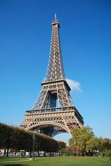 Tour d'Eiffel in the blue sky