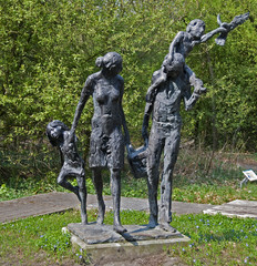 family statute with mom, daddy,brother,sister