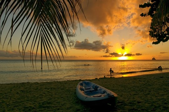 Canoe au coucher de soleil, Martinique