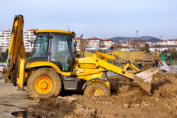 Construction Heavy Equipment - working in mud.