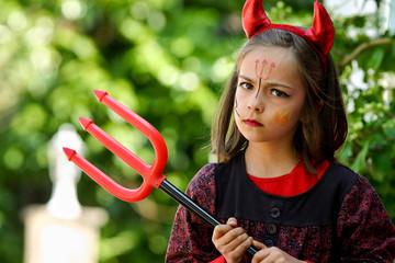 petit diable fâché et sa fourche 2