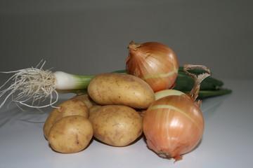 Kartoffeln und Zwiebeln