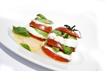 tomato mozzarella salad with avocado