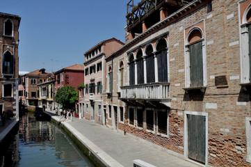 venezia calle acqua canale