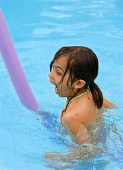 crier de joie dans la piscine
