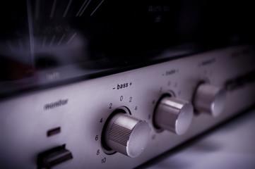 Verstärker mit sichtbarem Bassregler