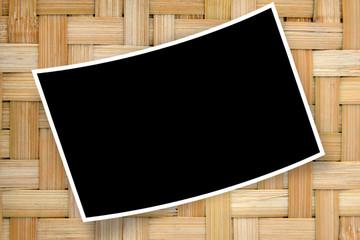 cadre pour photo courbe sur bambou tressé