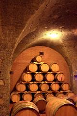 Fototapete - Weinkeller, Eichenfässer, Barrique, Rotwein, Toskana. Italien