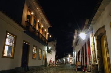 Paraty rua do comercio notturno