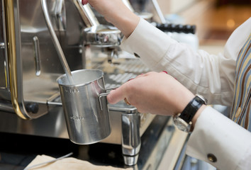 Steaming milk for preparing espresso latte