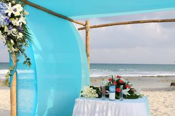 altare sulla spiaggia per matrimonio
