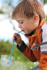 durstiger junge