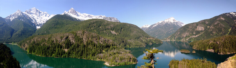 In de dag Reflectie North Cascades and Diablo lake Panorama