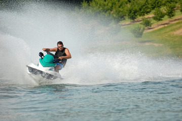 Photo Blinds Water Motor sports Plaisir solitaire en jetski.