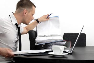 Obraz mężczyzna w biurze - fototapety do salonu