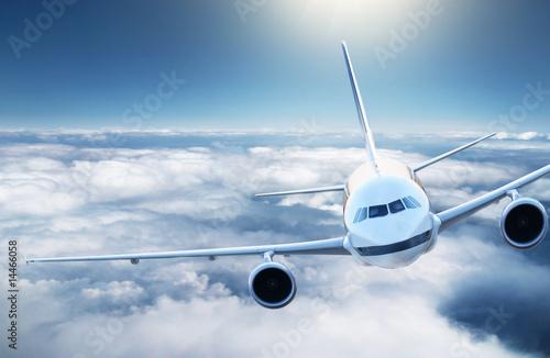 Авиалайнер в воздухе  № 2357422 без смс