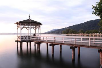 pergola sur le lac