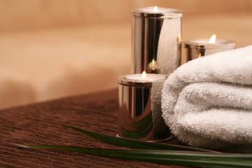 Kerze mit Handtuch, Wellness und Spa