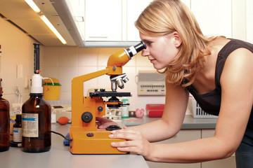 Labortechnik und Mikroskop
