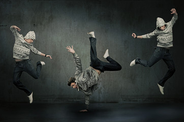 Three hip hop dancers, expression