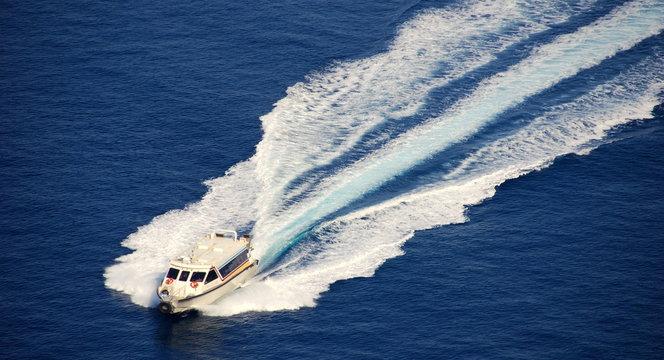 Schnellboot auf dem Meer