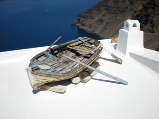 Barque sur le toit, Santorin