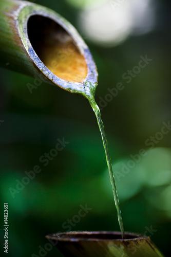 Fontaine asiatique en bambou photo libre de droits sur for Fontaine asiatique jardin