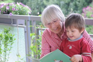 Oma liest vor