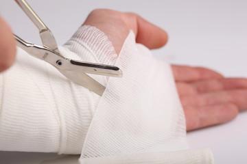 Wundverband und Verletzung der Hand, erste Hilfe