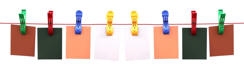 banderole d'étiquettes sur corde à linge avec pinces