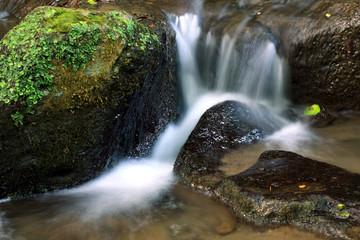 Viterbo, l'acqua tra le rocce a monte gelato