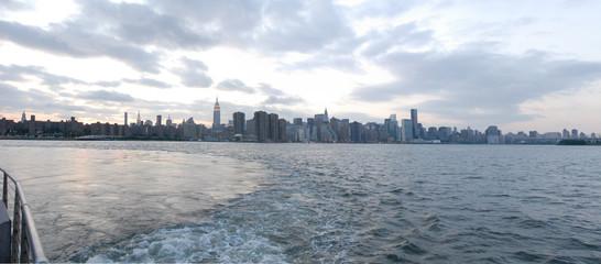 grattacieli di new york visti dal battello