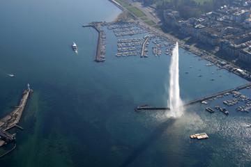 Vue  aérienne de la rade et du jet d'eau, Genève