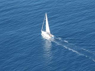 Schiff auf Wasser