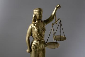 Justitia vor grau