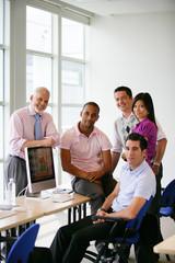 Equipe de stagiaires et formateur en formation informatique