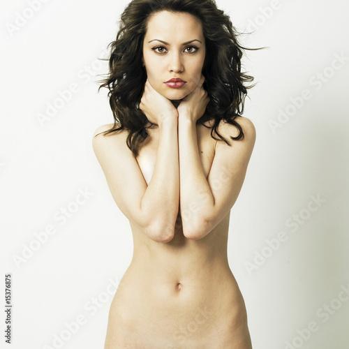 Элегантная голая женщина