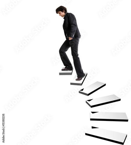 Femme d 39 affaires montant un escalier dans un espace vide for Escalier dans le vide
