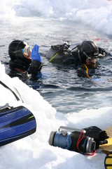 Two Icediver / Icediving