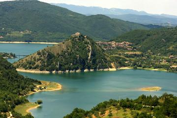 Il meraviglioso lago del Turano