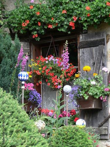 Jardin fleuri photo libre de droits sur la banque d for Jardin fleuri